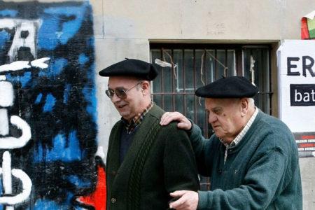 58 yıllık mücadelenin ardından ETA, silahlarını teslim etmeye başladı