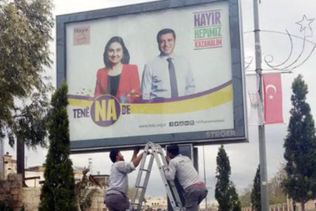 Figen Yüksekdağ'ın fotoğraflarının yer aldığı HDP afişleri toplatıldı