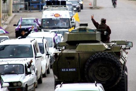 Polisten HDP konvoyuna  'bozkurt işareti'