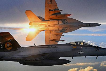 Koalisyon uçakları Deyr ez Zor'da bir köyü bombaladı