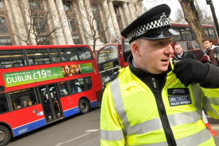 Londra'da terör alarmı: Başbakanlık yolu kapatıldı