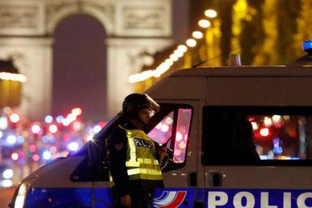 Paris'te 'IŞİD saldırısı': Fransız polisi bir şüphelinin izini sürüyor