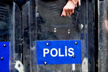 Açığa alınan polis yaşamına son verdi