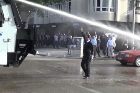 Furkan Vakfı üyelerine polis müdahalesi