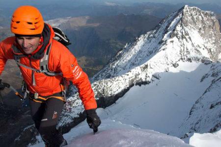 Everest'te rekor deneyen İsviçreli dağcı kaza sonucu hayatını kaybetti