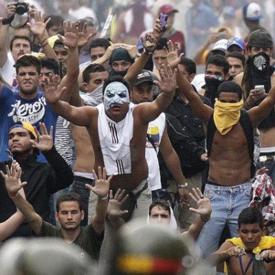 Venezuela'da Maduro karşıtı protestolarda 3 kişi öldü