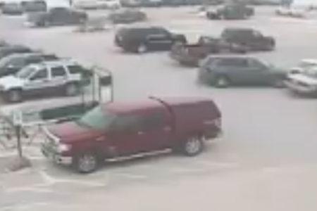 92 yaşındaki sürücü 30 saniyede 10 araca çarptı