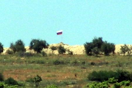 PYD denetimindeki Afrin'de Rus bayrağı