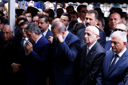 Femi Koru: Abdullah Gül'ün babasının cenazesindeki sürpriz isim
