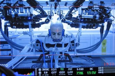 Bu robot, 2 saatlik beyin ameliyatını 2 buçuk dakikada yapacak