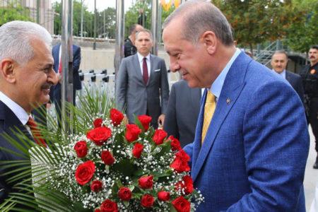 Yıldırım: Görevi Erdoğan'a devretmenin gururunu ve onurunu yaşıyorum