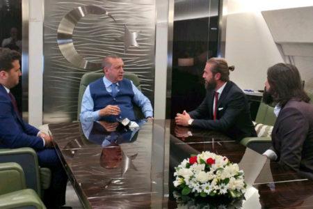 'Diriliş Ertuğrul' ekibi Erdoğan'ın uçağında