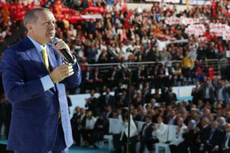 """""""Sınırlarımızın ötesindeki Kürtleri de içine alacak bir açılım yapılması tartışılıyor"""""""