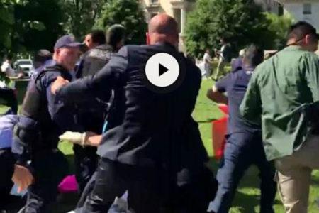 Erdoğan'ın korumaları ve protestocular arasında tekme tokat kavga