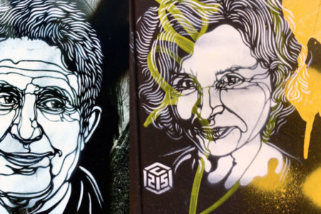 Tutuklu gazetecilerin resimleri Paris sokaklarına çizildi