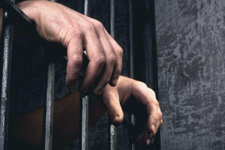 Kürtçe konuştukları için gardiyanlar tarafından darp edilen üç tutukluya 15 gün hücre cezası verildi