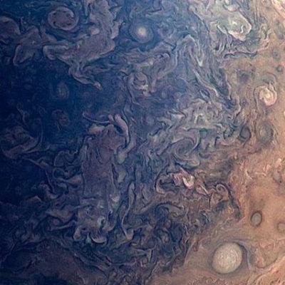 NASA: Jüpiter'de Dünya büyüklüğünde kasırgalar yaşanıyor