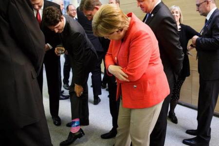 Kanada Başbakanı'nın NATO desenli pembe çorapları zirveye renk kattı