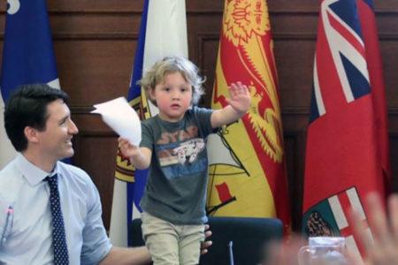 Kanada Başbakanı, 3 yaşındaki oğluyla toplantılara katıldı