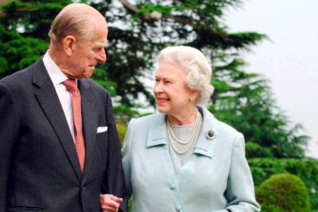 Kraliçesi 2'inci Elizabeth'in 95 yaşındaki eşi Prens Philip, görevinden ayrıldı