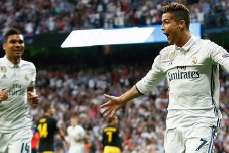 Ronaldo hat trick yaptı, Real Madrid finalin kapısını araladı
