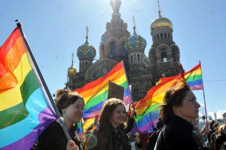 Rusya'da eşcinsellere hipnoz ve kutsal su 'tedavisi'