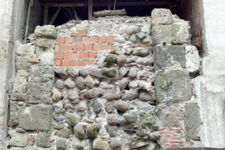 825 yıllık tarihi kaleye tuğla ördüler