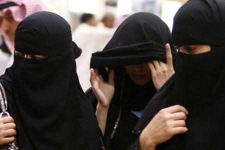 Suudi Kral'dan genelge: Kadınlar yanlarında erkek olmadan daha fazla devlet hizmetlerinden faydalansın