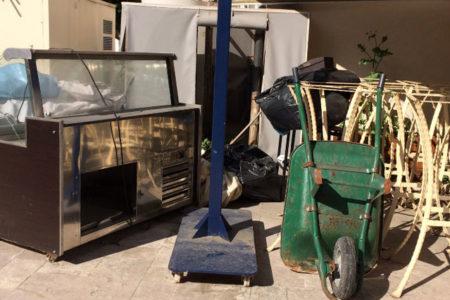 Topkapı Sarayı'ndaki karakol binasını kiralayan Sütiş, avluya çöp yığdı