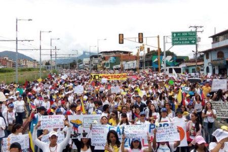 Venezuela'da kadınlar Maduro'nun istifasını istedi