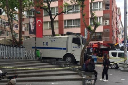 Polis, çözümü Yüksel Caddesi'ni kapatmakta buldu