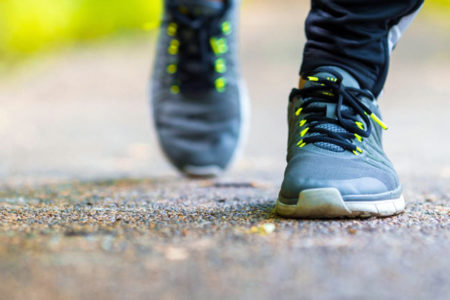 Haftada 3 kez bir saat yürümek bunamaya iyi geliyor