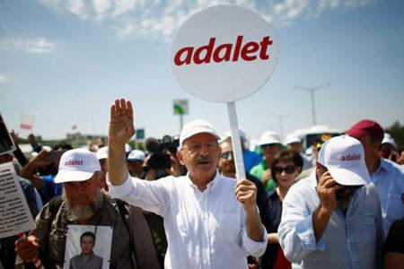 Kılıçdaroğlu: Özgürlüklerin birilerinin lütfu olarak görüldüğü ülkeler diktatörlüklerdir, firavunluklardır