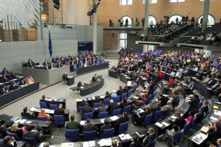Almanya'da eşcinsel çiftlerin evlenebilmelerini öngören yasal düzenleme mecliste onaylandı