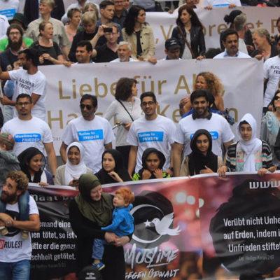 Müslümanlar Köln'de terörü protesto etti