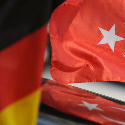Almanya'ya iltica edenlerin bilgilerini paylaşanlara casusluk soruşturması