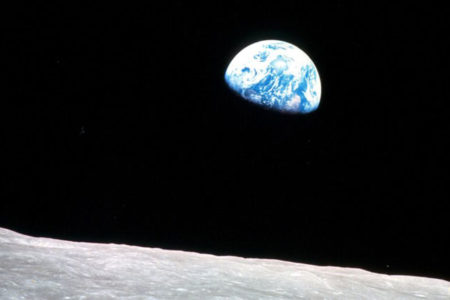 Apollo'nun 14 bin fotoğrafını birleştirip 'Ay filmi' yaptı