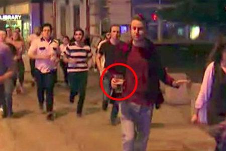 Londra'daki terör saldırısından kaçarken birasını elinden bırakmadı!