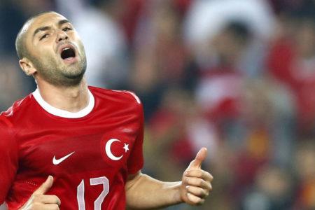 Burak Yılmaz'dan kulübüne: Lütfen Trabzon'a gidişime yardımcı olun