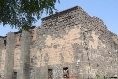 Sur'da bulunan Çeltik Kilisesi yıkım tehdidiyle karşı karşıya