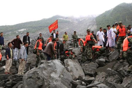 Çin'de toprak kayması: En az 140 kişi toprak altında kaldı