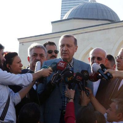 Selvi'den, Erdoğan'ın fenalaştığı güne ilişkin yeni detaylar: 'Allah, Allah, Allaaah' diyerek sola doğru devriliyor