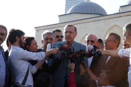 Erdoğan camide fenalaştı