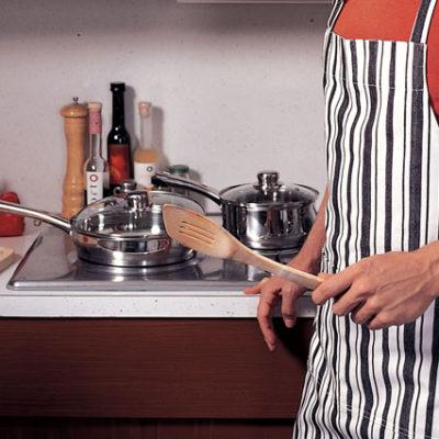Babaların yarısından fazlası hiç yemek yapmıyor ve ev temizliğine destek olmuyor