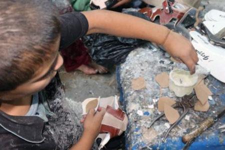 Suriyeli mülteci çocuklar, ayakkabı imalathanelerinde 12 saat zehir soluyor