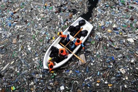 """""""Önlem alınmazsa 2050 yılında okyanuslarda balıktan fazla plastik atık olacak"""""""