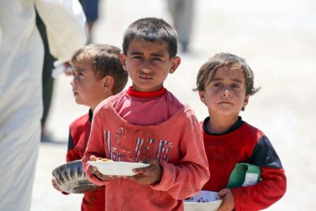 Rakka'da 40 binden fazla çocuk tehlikeli koşullar altında hapsolmuş durumda