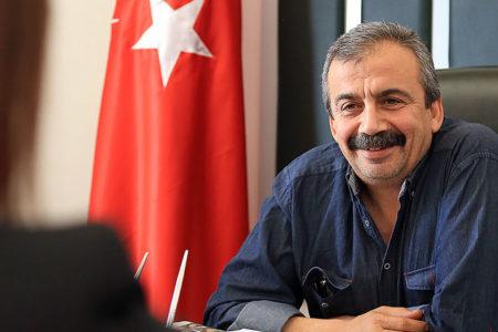 Sırrı Süreyya: Bu hoyratlığa varan yolun taşları CHP'nin omuz vermesi ile döşendi