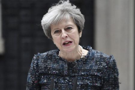 İngiltere seçimleri: May'in partisi çoğunluğu elde edemedi