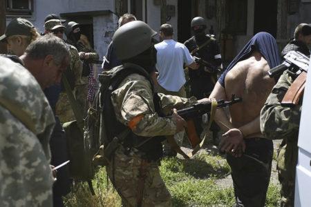 Donbass'ta süren çatışmalarda bin kişi kayboldu